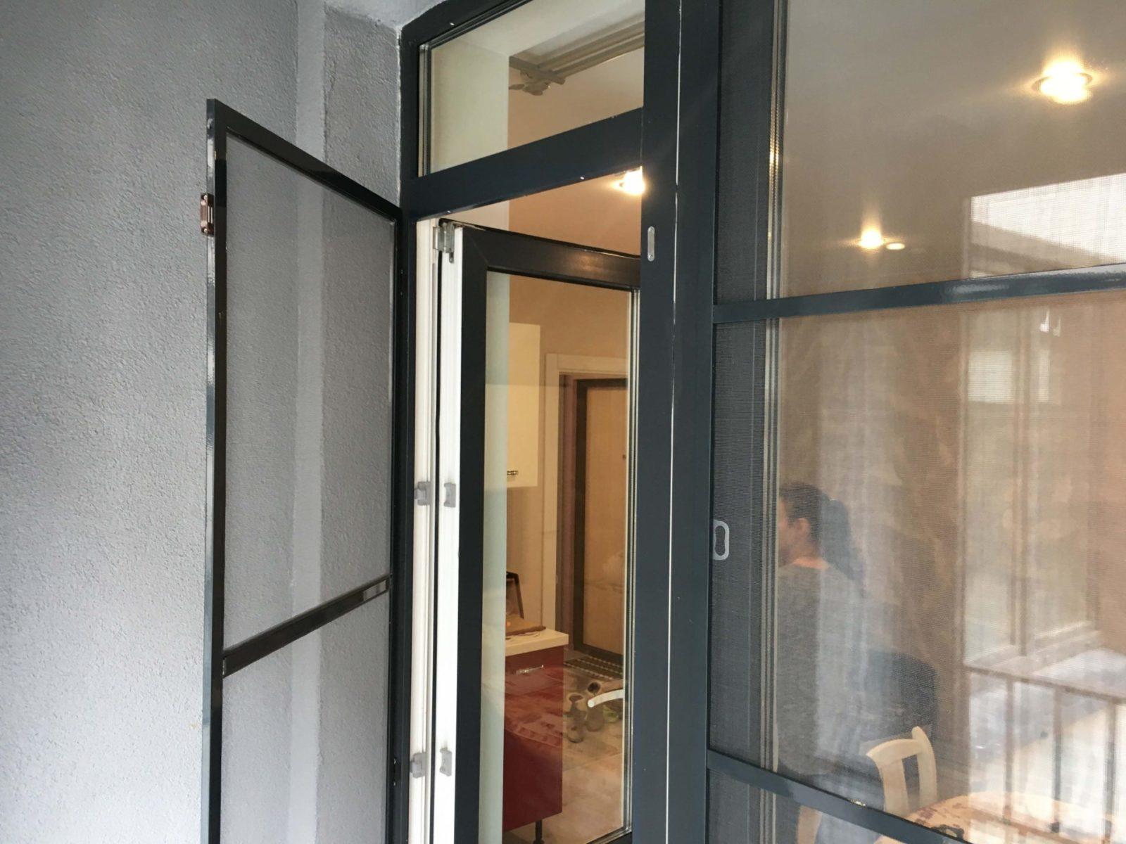 Москитные сетки на балконную дверь