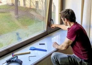 Замена и ремонт фурнитуры на окнах